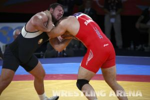 London2012FreestyleWrestling120kgDlagnev Shemarov  (27).jpg