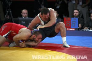 London2012FreestyleWrestling120kgDlagnev Shemarov  (9).jpg