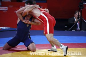 London2012FreestyleWrestling84kgAldatov Sokhiev (15).jpg