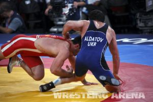London2012FreestyleWrestling84kgAldatov Sokhiev (27).jpg