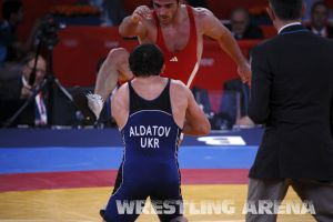 London2012FreestyleWrestling84kgAldatov Sokhiev (60).jpg