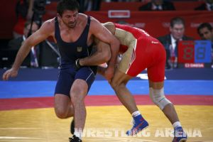 London2012FreestyleWrestling84kgUrishev Aldatov (55).jpg