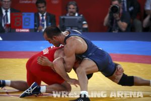 London2012FreestyleWrestling84kg Sharifov Lashgari  (17).jpg