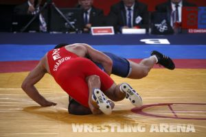 London2012FreestyleWrestling84kg Sharifov Lashgari  (25).jpg