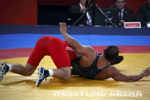 London2012FreestyleWrestling84kg Sharifov Lashgari  (29).jpg