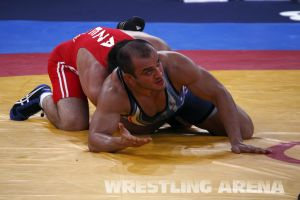 London2012FreestyleWrestling84kg Sharifov Lashgari  (34).jpg