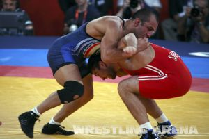 London2012FreestyleWrestling84kg Sharifov Lashgari  (38).jpg