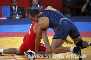 London2012FreestyleWrestling84kg Sharifov Lashgari  (4).jpg
