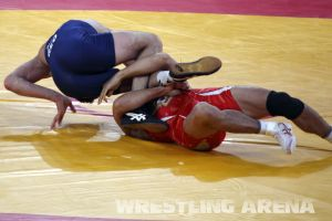London2012FreestyleWrestling55kgKhinchegashvili Yumoto (12).jpg