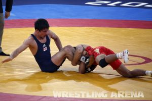 London2012FreestyleWrestling55kgKhinchegashvili Yumoto (14).jpg
