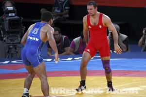 London2012FreestyleWrestling74kgTigiev Motsalin (30).jpg